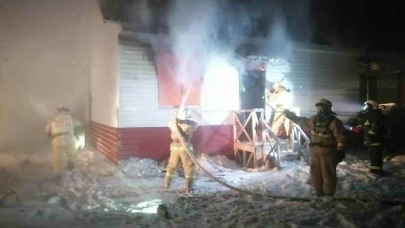 При пожаре в Омской области погибли мужчина и ребёнок