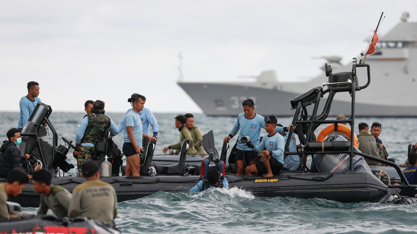 Спасатели извлекли чёрный ящик упавшего в Индонезии Boeing