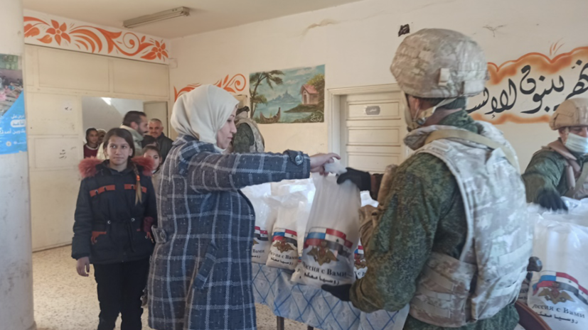 Российские военные провели гуманитарную акцию в сирийском посёлке Тей