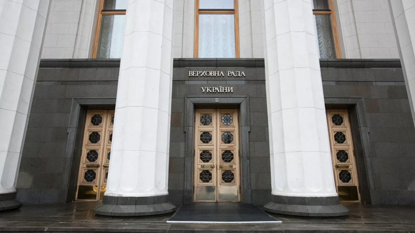 Комитет Рады одобрил уменьшение числа депутатов в парламенте