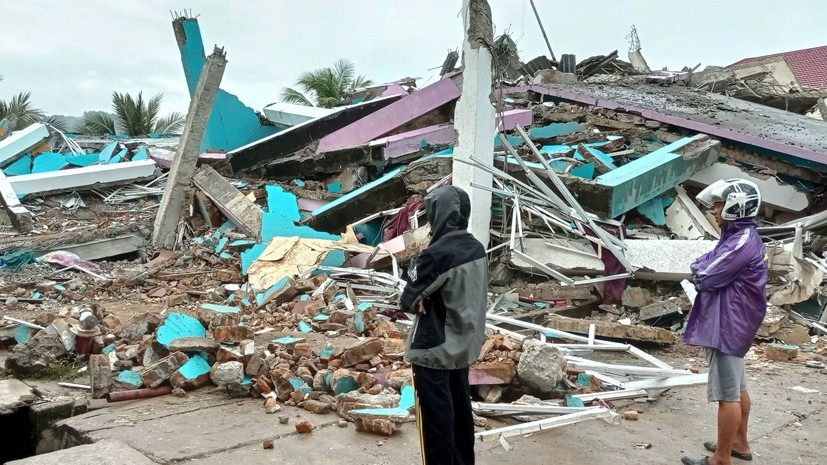 В Индонезии в результате землетрясения обрушилась больница