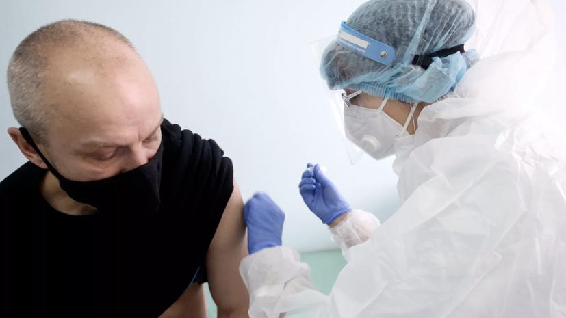 Мурашко призвал вакцинированных россиян продолжать носить маски