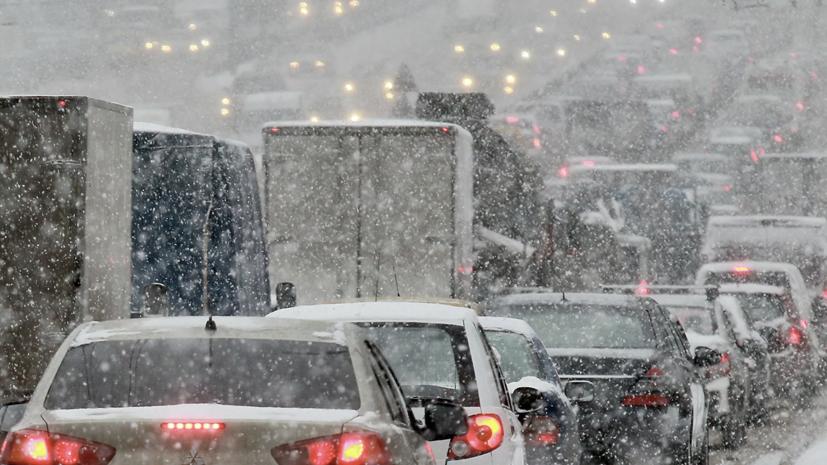 Водителей в Краснодаре попросили не пользоваться личным транспортом из-за снегопада
