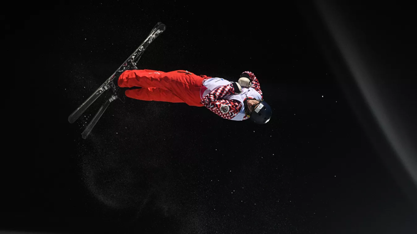 Максим Буров победил в лыжной акробатике на этапе КМ в Ярославле