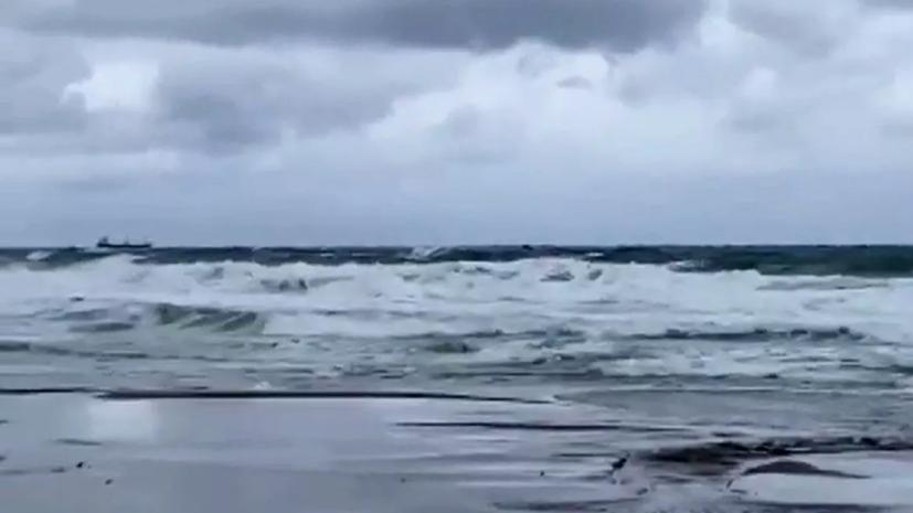 Поиски моряков с затонувшего сухогруза в Турции приостановлены из-за непогоды