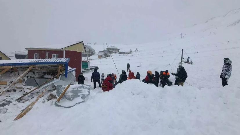 В Карачаево-Черкесии шесть человек спаслись после схода лавины
