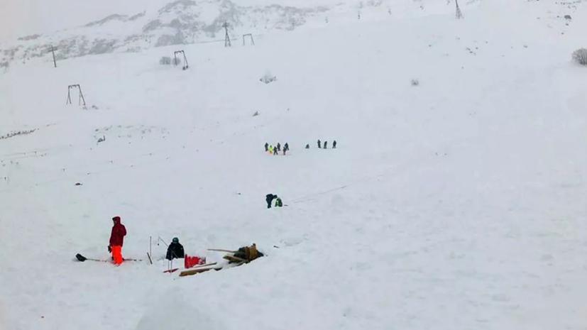 Число спасателей на месте схода лавины в КЧР увеличили до 233