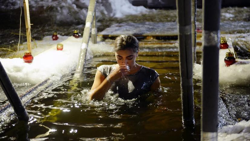 Эксперт рассказал, кому можно участвовать в крещенских купаниях