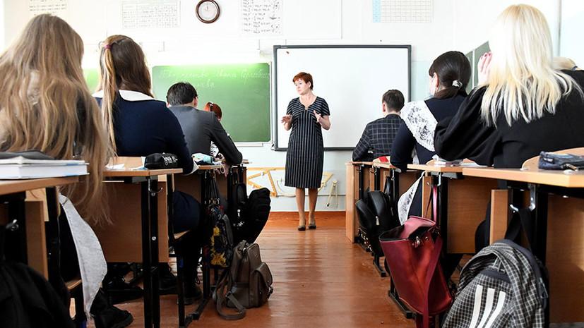 В Минпросвещения не фиксируют вспышек COVID-19 среди школьников