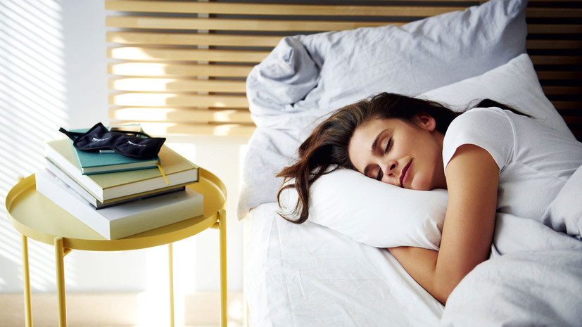 Эксперт рассказал, как наладить режим сна после COVID-19