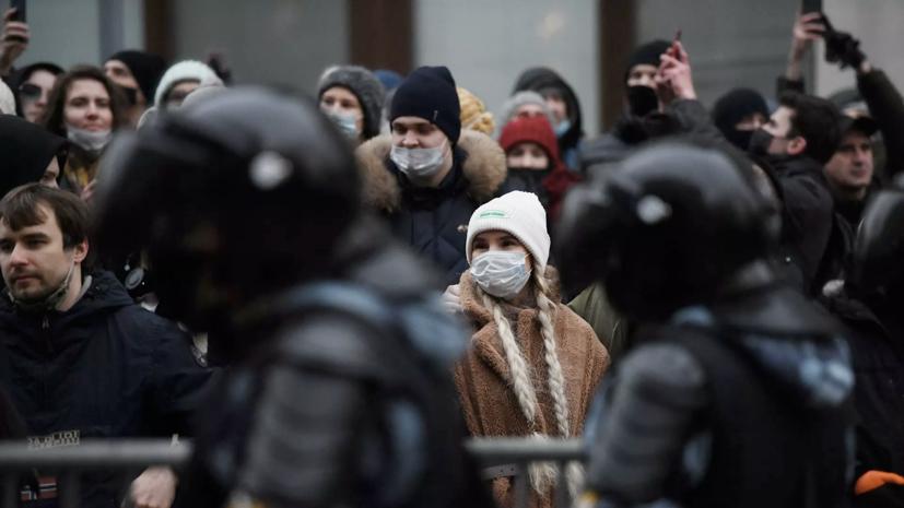 Путин заявил об обязанности полиции следовать закону во время протестов