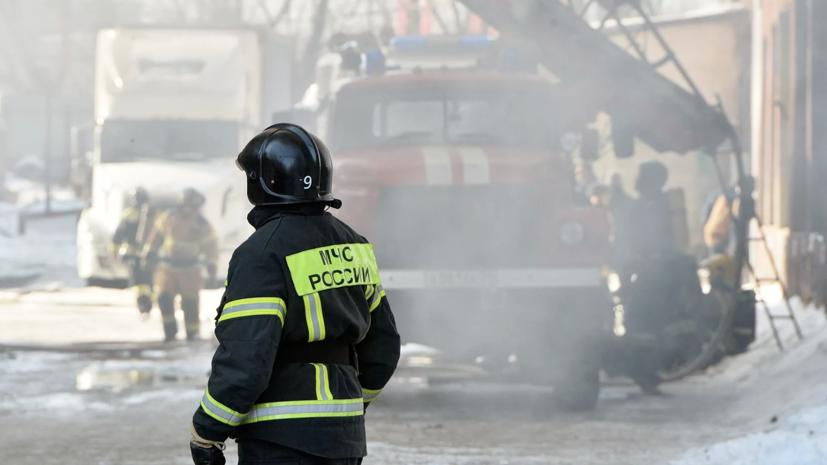 Один человек погиб и один пострадал во время пожара на заводе в Уфе