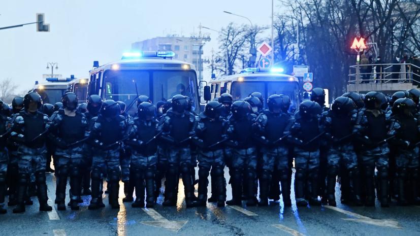 Песков прокомментировал задержания после незаконных акций в России