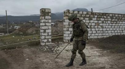 Пиротехники МЧС России разминируют территорию Агдамского района