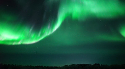 Северное сияние окрасило небо в Мурманской области  видео