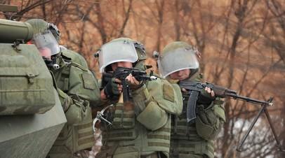 Военнослужащие ВС РФ во время учений