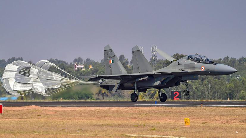 От истребителей до бронетехники: какое оружие представила Россия на выставке Aero India 2021