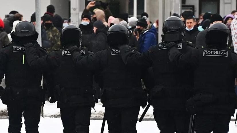 В России предложили ввести штрафы за незаконное ношение формы на митингах