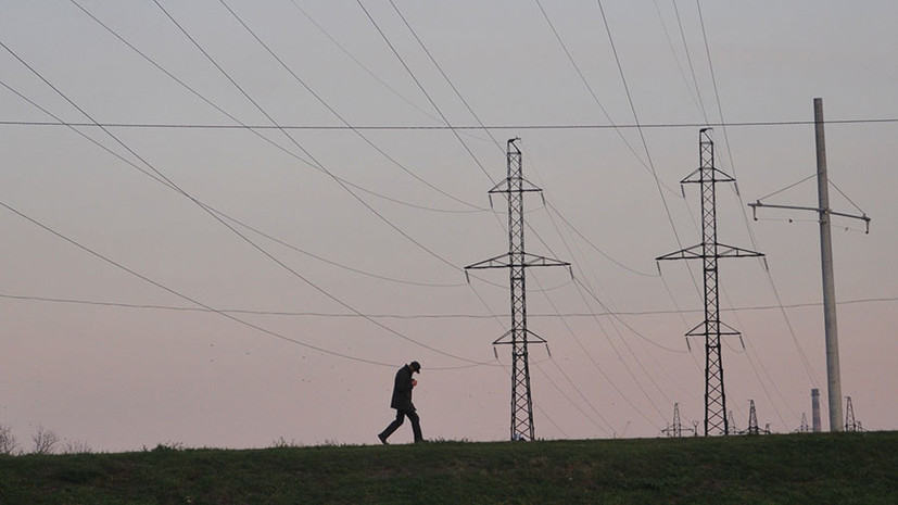 «Отыграть назад»: почему Украина просит Минск об экстренных поставках электричества после попыток запрета таких сделок