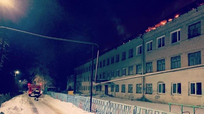 Режим ЧС ввели в райцентре под Саратовом из-за крупного пожара в школе