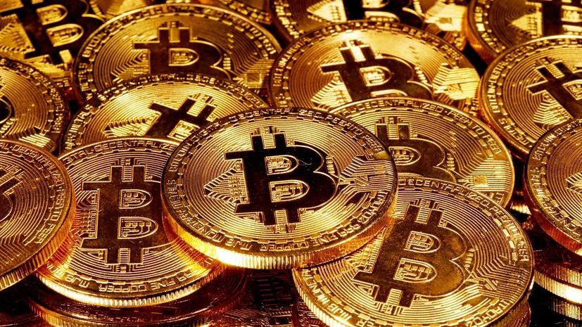 Денежный забег: курс биткоина впервые превысил $48 000