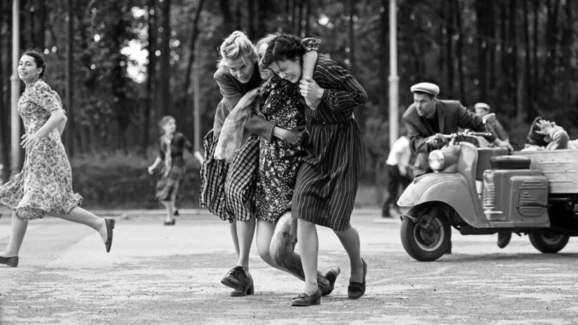 «Дорогие товарищи!» против «Агента-крота»: фильм Кончаловского вошёл в шорт-лист премии «Оскар»