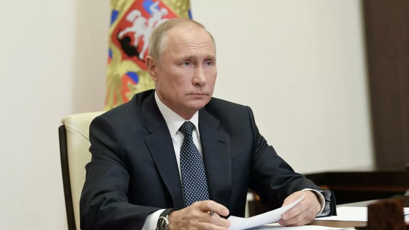Путин поручил изучить вопрос зарплат бюджетников