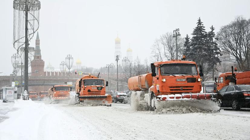 МЧС предупредило о продолжении метели и сильном ветре в Москве