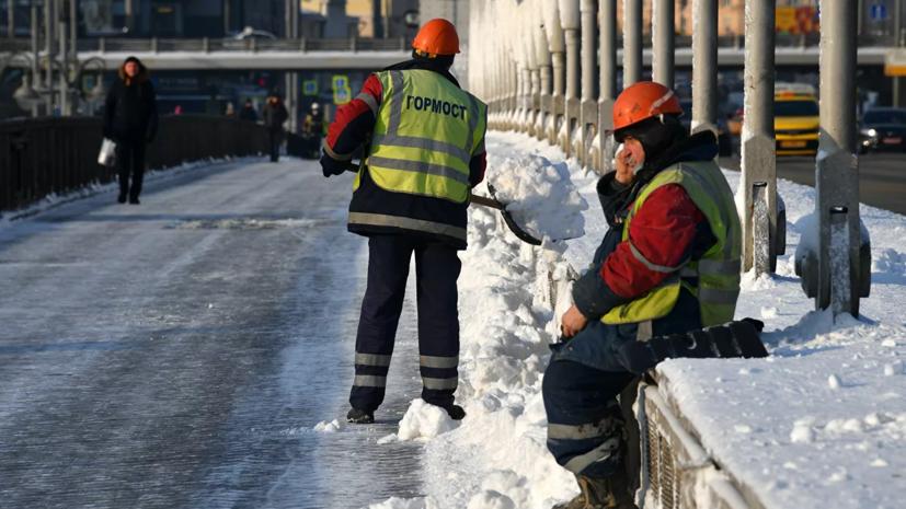 В Москве очистили от снега около 65% дорог и переулков