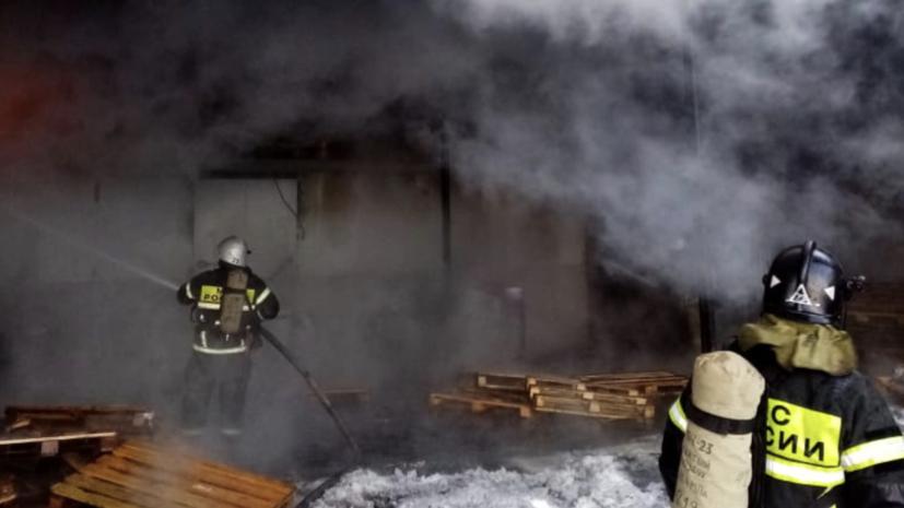 В Чувашии потушили пожар на заводском складе