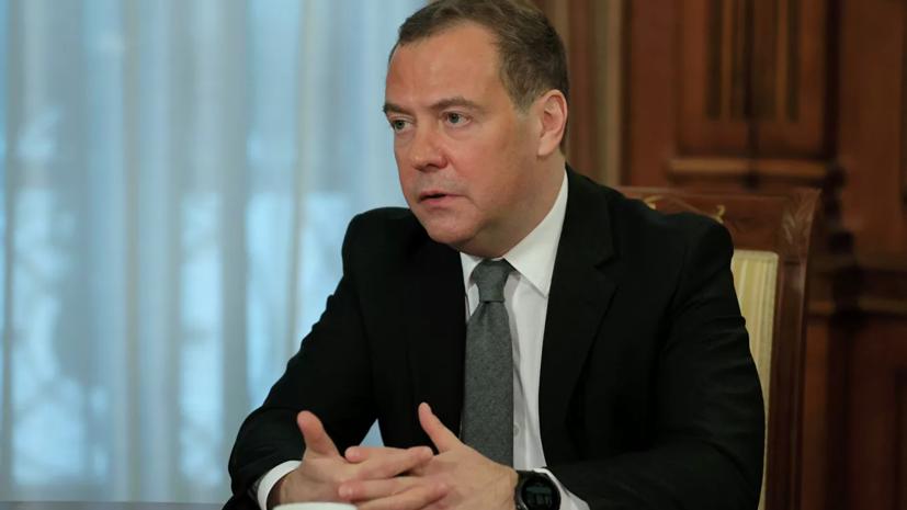 Медведев выступил за упрощённый порядок привлечения мигрантов в Россию