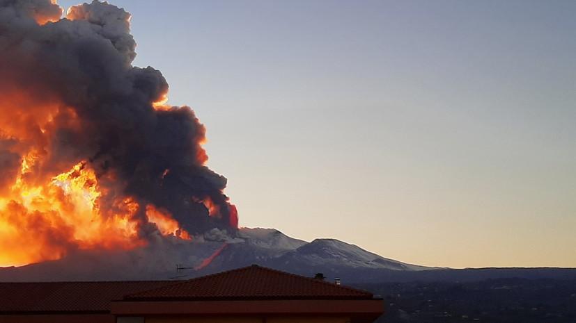 В Италии зафиксировали извержение вулкана Этна