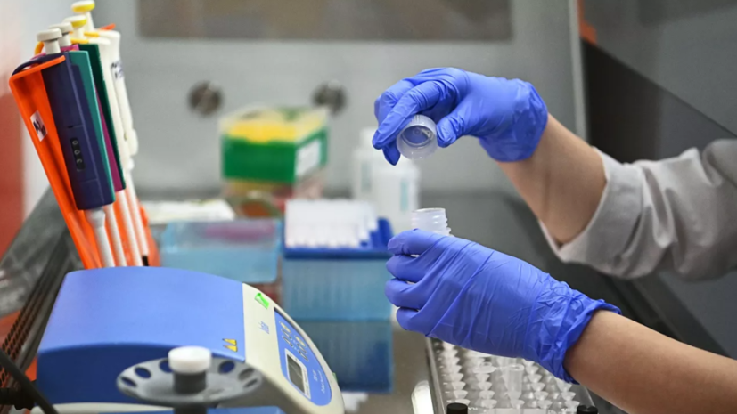 В России зарегистрировали 12 828 случаев коронавируса за сутки