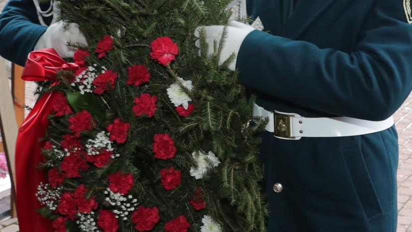 На Пискарёвском кладбище в Петербурге почтили память погибших воинов