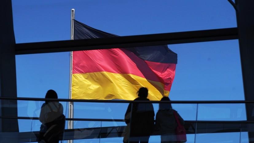 Возложение венков в честь Дня защитника Отечества прошло в Берлине