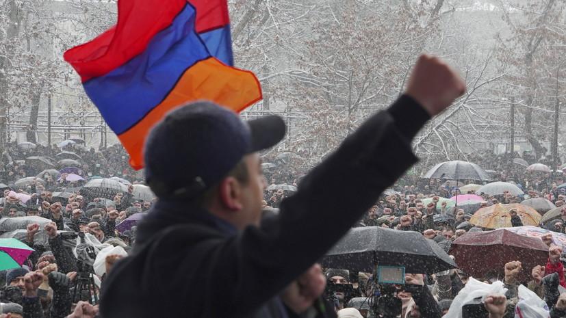 Оппозиция заблокировала здание полиции в Ереване