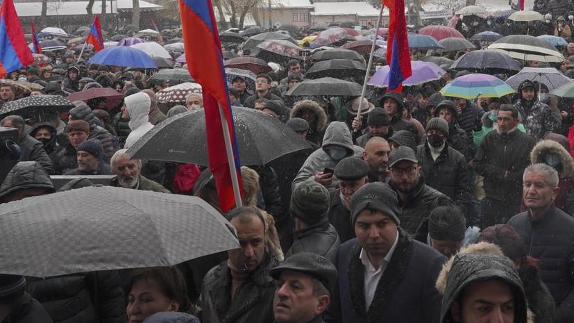 Оппозиция разблокировала здание полиции в Ереване
