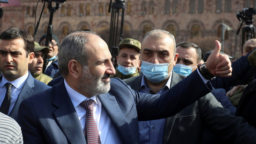 Пашинян в ходе выступления в Ереване обратился к военным