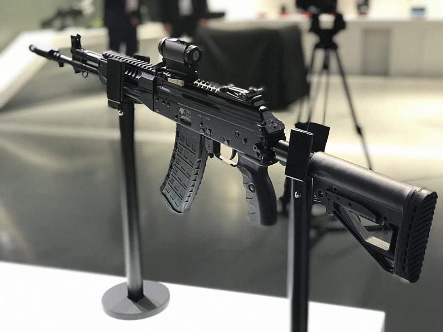 «Надёжная, удобная и недорогая техника»: когда МВД и Росгвардия могут принять на вооружение новый автомат АК-121