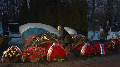 «Он никогда не боялся брать на себя ответственность»: Путин возложил цветы к могиле Ельцина