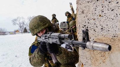 Российские военнослужащие на учениях по антитеррору