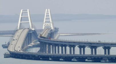 Крымский мост впервые перекрыли из-за снегопада