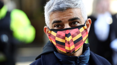 Мэр Лондона сделал прививку от коронавируса