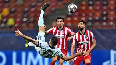 Футболист «Челси» Оливье Жиру в матче с «Атлетико» в Лиге чемпионов