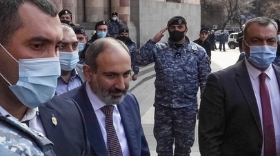 Пашинян вышел к своим сторонникам в Ереване
