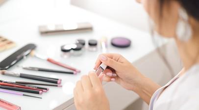 Эксперты подсчитали расходы россиянок на косметику