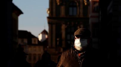 Премьер Чехии призвал ограничить передвижение жителей