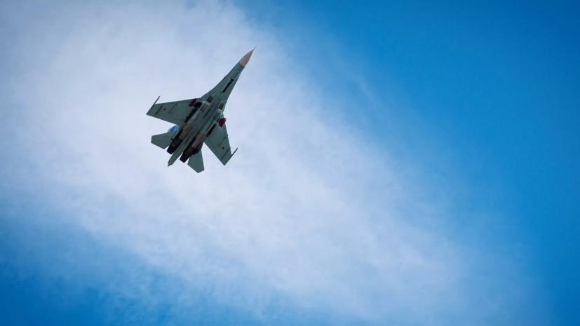 Российский Су-27 сопроводил бомбардировщики США над Балтийским морем