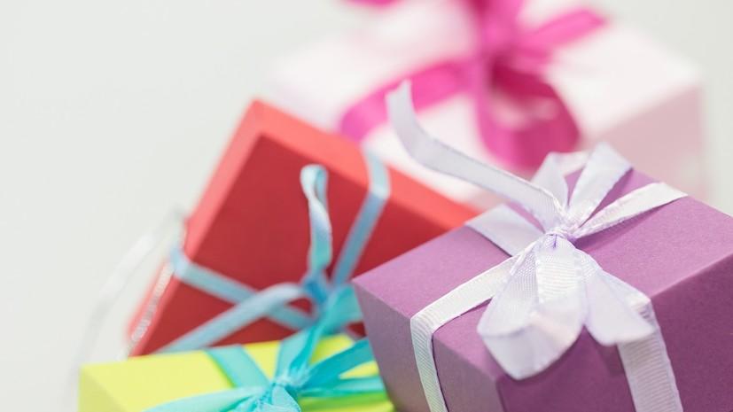 Эксперт по этикету рассказала, как выбирать подарки на 8 Марта