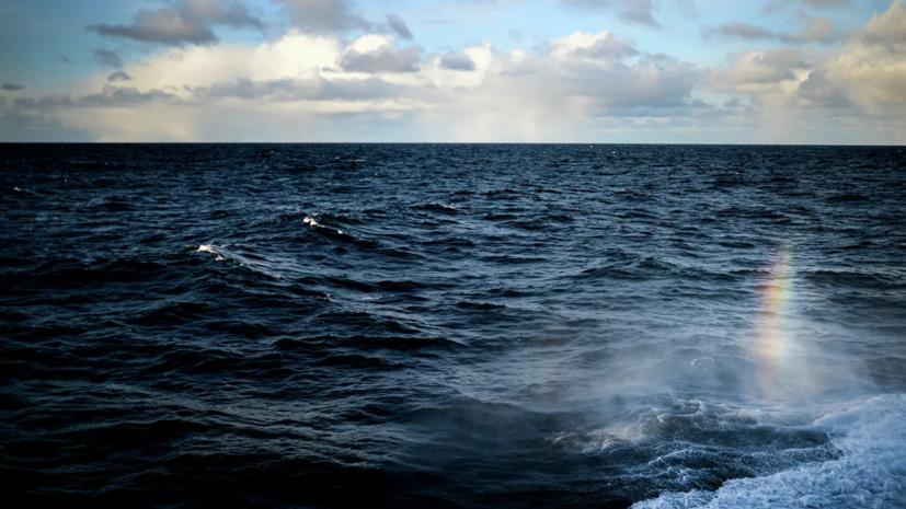 Экипаж загоревшегося в Японском море судна доставили во Владивосток